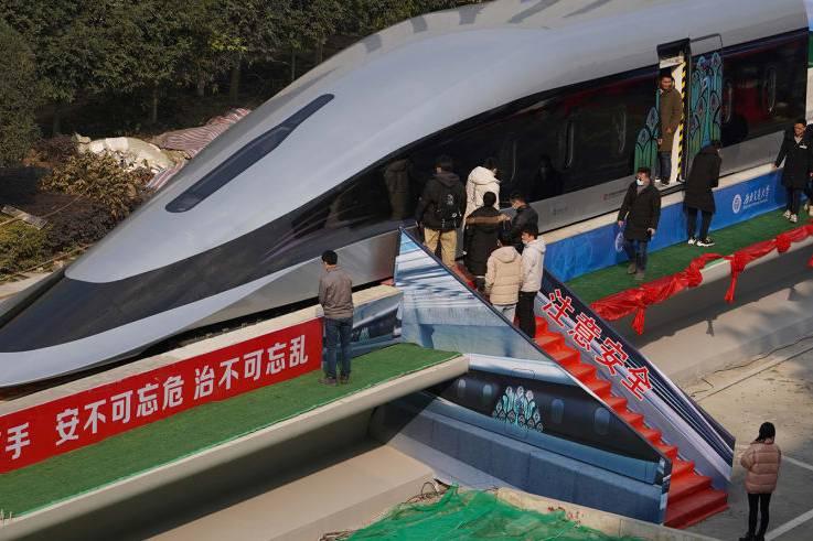 Trung Quốc ra mắt mẫu tàu đệm từ siêu tốc chạy 620km/h