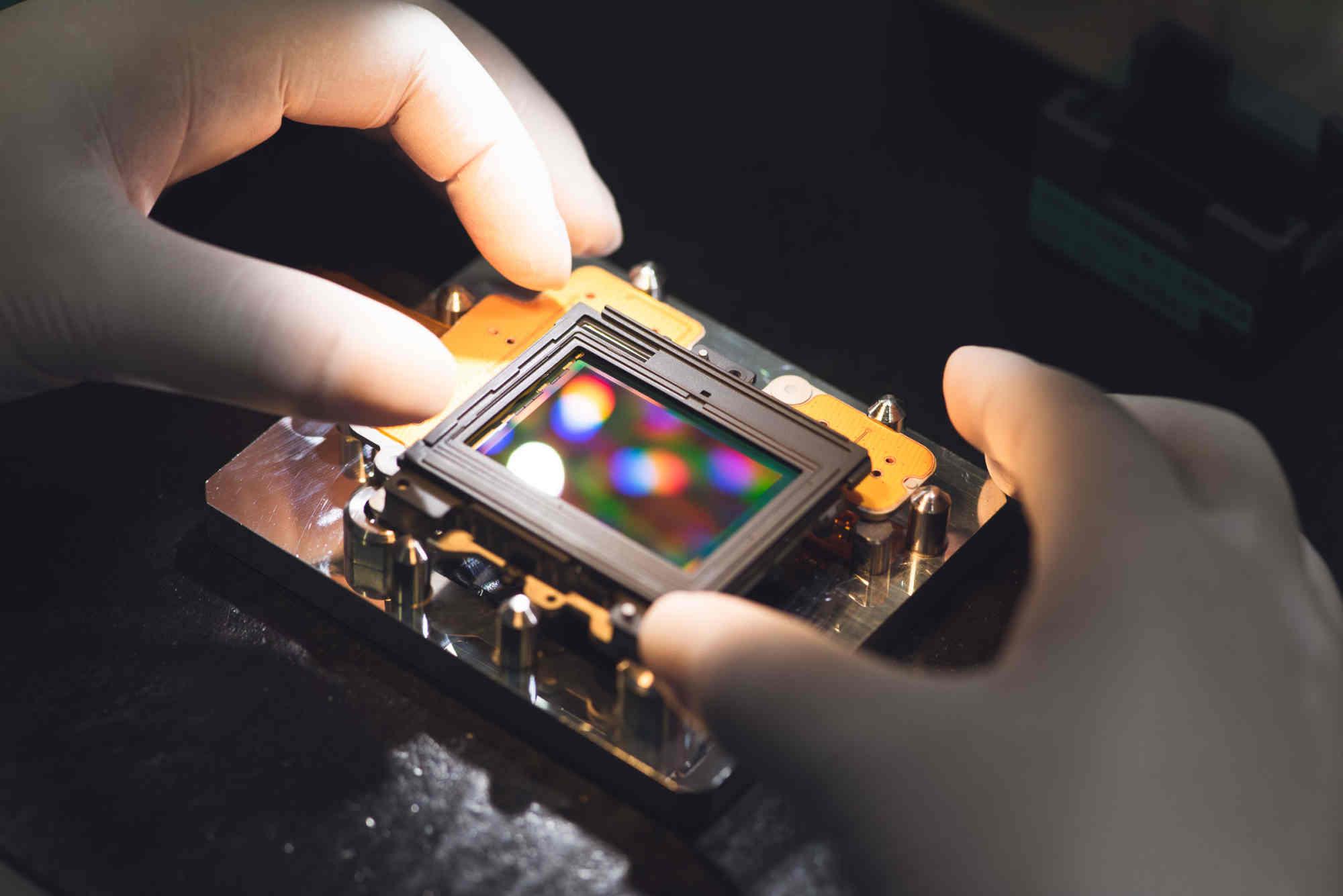 Nikon thua lỗ nặng nề nhất lịch sử, dự báo năm nay thiệt hại 720 triệu USD