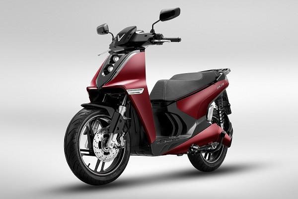 VinFast ra mắt hai xe máy điện, cạnh tranh với Honda SH