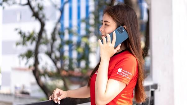 iPhone 12 giảm hơn 5 triệu, tặng thêm sạc nhanh 20W làm nóng thị trường dịp cuối năm