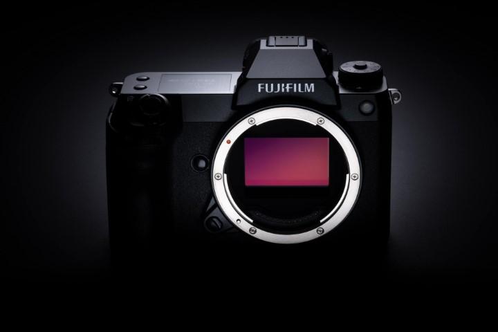 Fujifilm GFX 100S: máy ảnh nhỏ gọn có cảm biến 102MP, giá đến gần 140 triệu