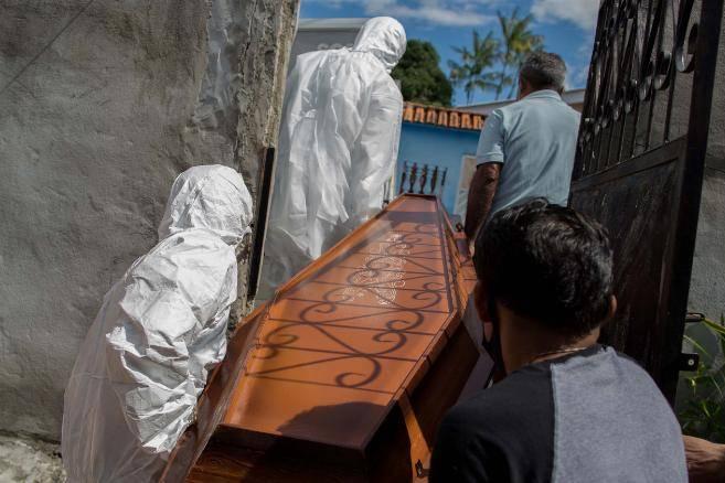 Một thành phố Brazil đã mất cảnh giác với Covid-19 dẫn đến hệ thống y tế sụp đổ như thế nào?