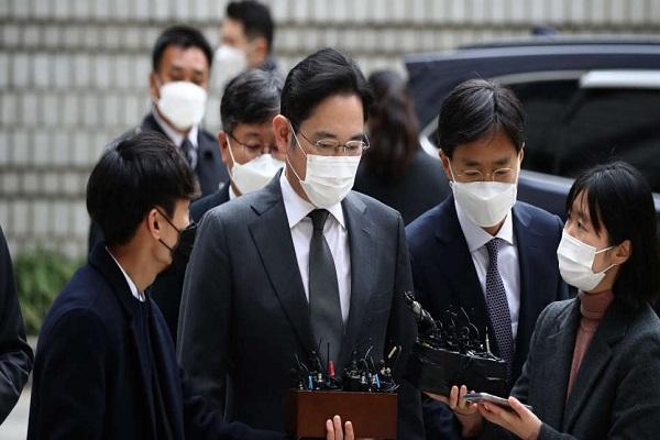 """""""Thái tử"""" Samsung: 'Xin lỗi, tôi đang trong tù nhưng xin hãy tiếp tục làm việc'"""