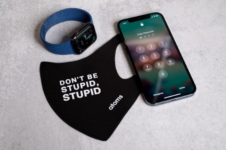Face ID sẽ nhận diện cả người đeo khẩu trang, miễn là có dùng Apple Watch