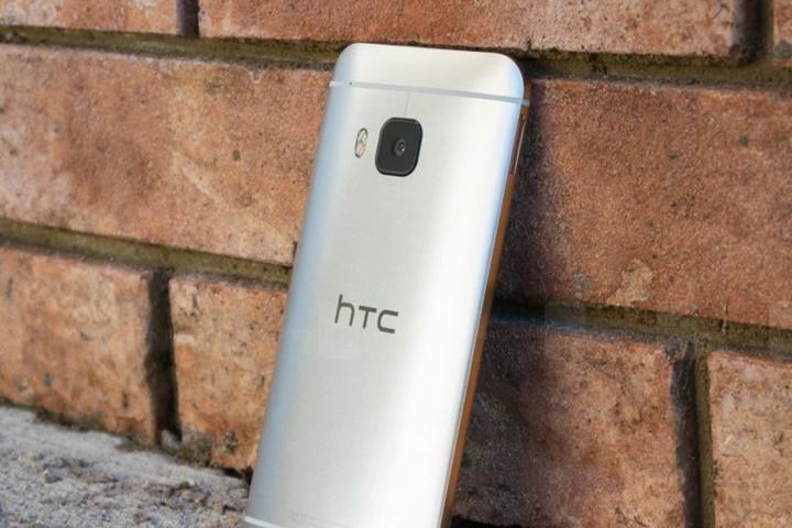 HTC có tháng thứ 3 liên tiếp tăng trưởng