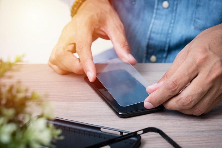 Miếng dán màn hình có thật sự giúp bảo vệ điện thoại?