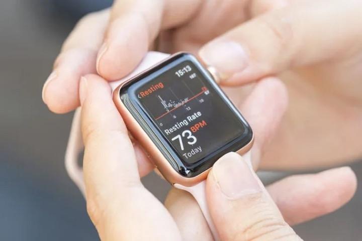 Tại sao nhịp tim khi nghỉ ngơi lại cao hơn bình thường khi đo bằng Apple Watch