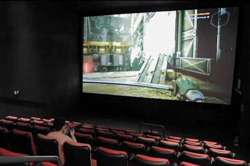 Quá ế ẩm vì đại dịch, rạp chiếu phim biến thành nơi chơi điện tử của game thủ