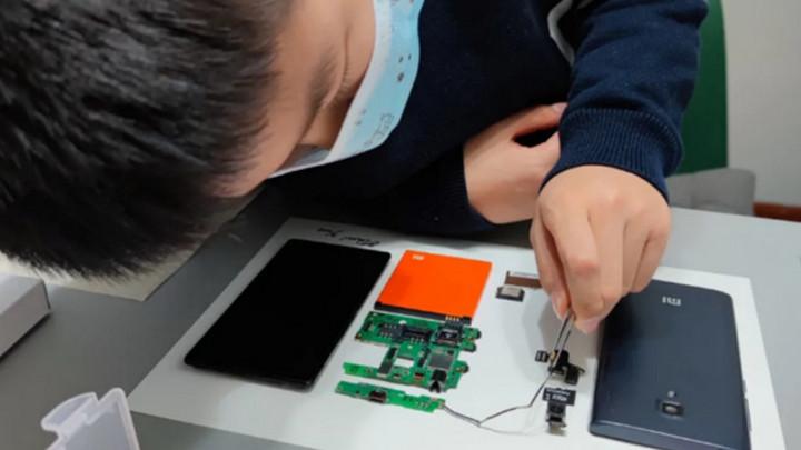 Cậu bé 9 tuổi tài năng khiến sếp Xiaomi ngưỡng mộ vì biến Redmi 1 thành tác phẩm nghệ thuật