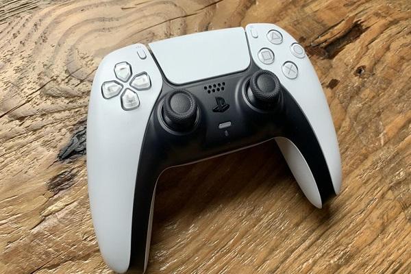 Sony bị kiện tập thể vì lỗi trôi cần analog của tay cầm PS5