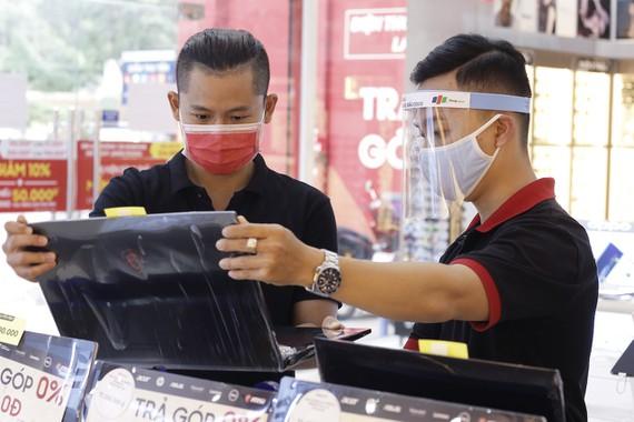 Sau Tết, doanh số laptop tại FPT Shop tăng trưởng gấp 5 lần