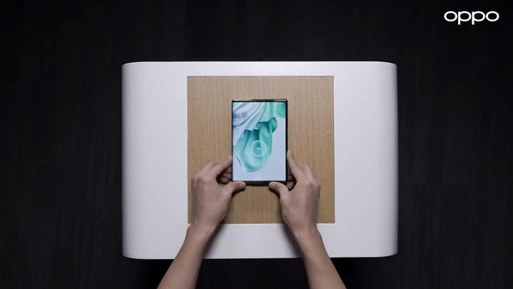Oppo khoe công nghệ sạc không dây mới không cần tiếp xúc với đế sạc