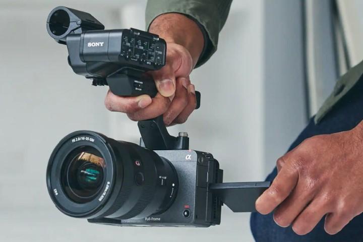 Sony trình làng FX3: Chiếc máy quay điện ảnh Cinema Full Frame giá rẻ nhất của công ty