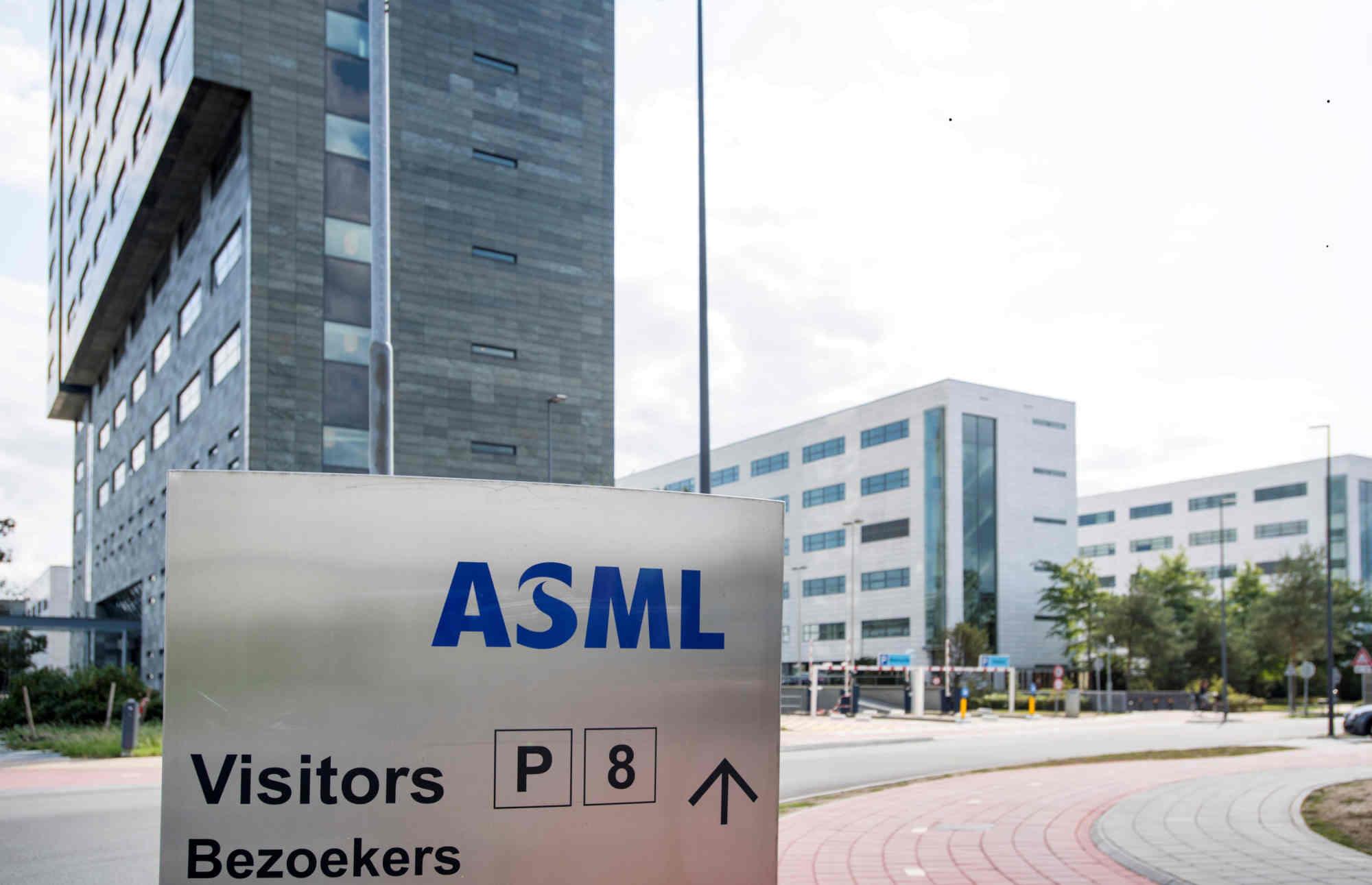 SK Hynix chi 4,3 tỷ USD mua máy quang khắc EUV của ASML