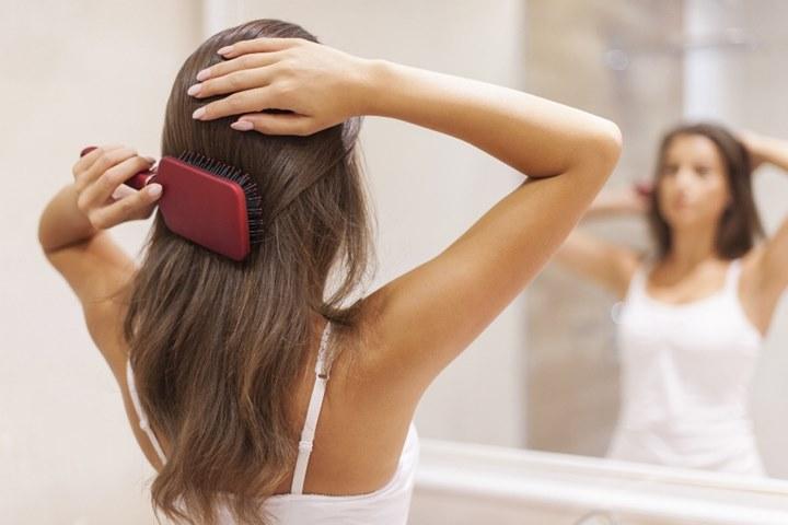 Bao lâu thì bạn nên thay lược chải tóc một lần?