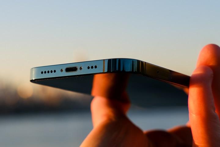 """""""Ông đồng"""" Ming-Chi Kuo: iPhone 13 vẫn có cổng Lightning, tai thỏ nhỏ hơn, màn hình tần số quét cao"""