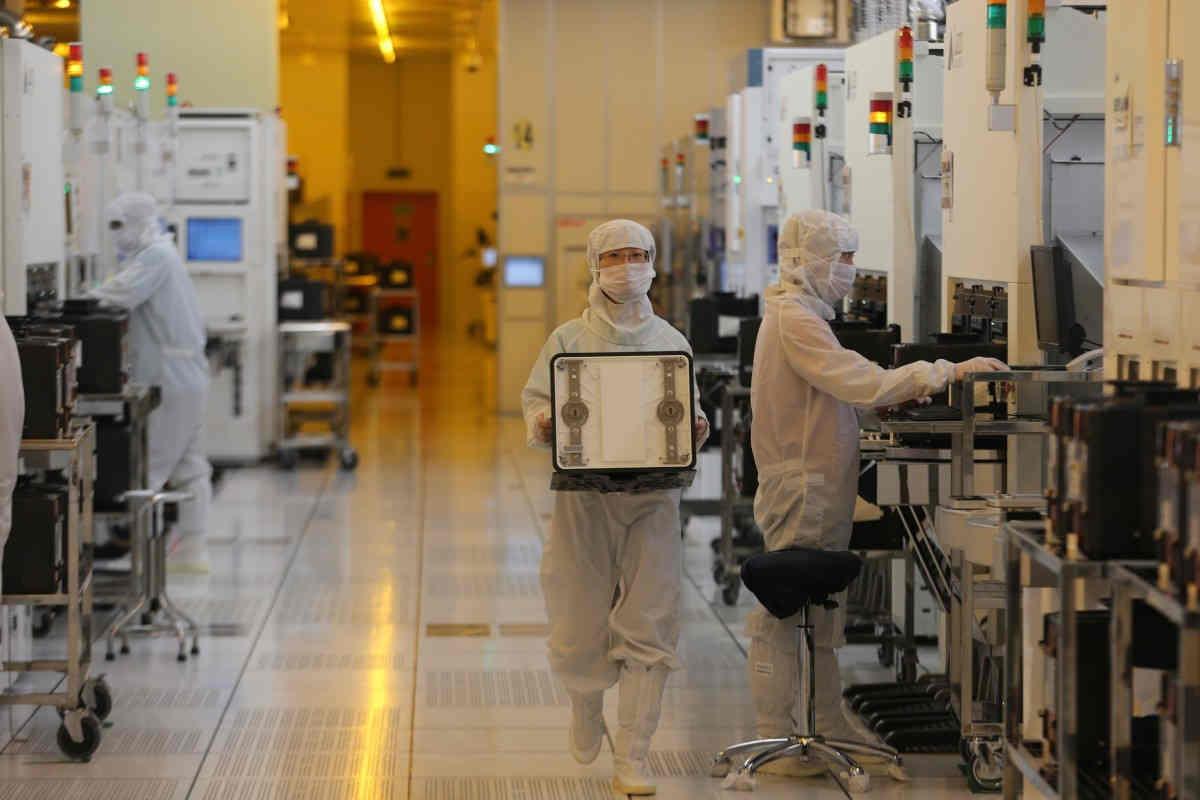 Trung Quốc đổ xô thu mua máy móc bán dẫn đã qua sử dụng của Nhật