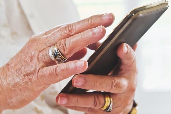 10 mẹo con cái nên hướng dẫn người lớn tuổi dùng iPhone