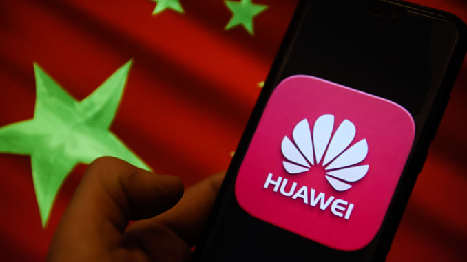 """""""Ngôi sao"""" Huawei ở Trung Quốc giờ chỉ còn le lói chút hào quang ở mảng smartphone"""