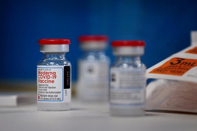 Pfizer và Moderna kiếm được bao nhiêu tiền từ vaccine chống Covid-19?