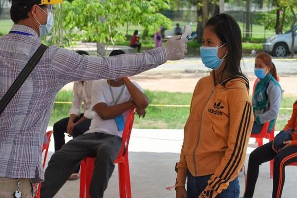Campuchia ghi nhận ca tử vong đầu tiên vì Covid-19 sau 1 năm dịch bùng phát