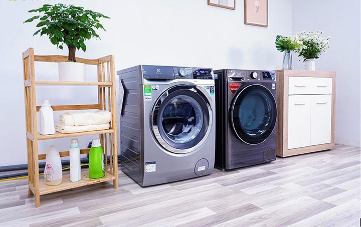 Đặt lên bàn cân 2 máy giặt lồng ngang đang được ưa chuộng trên thị trường