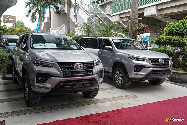 """Cận cảnh Toyota Fortuner """"phiên bản chở tiền"""" ở Việt Nam"""