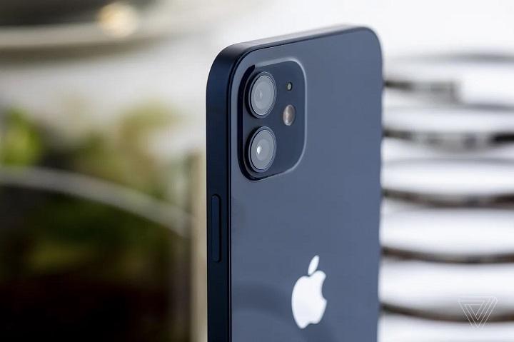 Giới chức Brazil phạt Apple 2 triệu USD vì bán iPhone 12 không kèm củ sạc