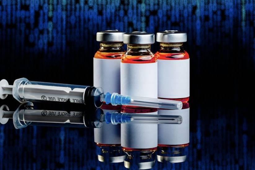 Vắc xin và thẻ chứng nhận tiêm vắc xin giả được bán tràn lan trên dark web