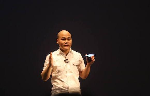 CEO Nguyễn Tử Quảng phản pháo antifan về tên tiếng Việt trên hợp đồng xuất khẩu Bphone