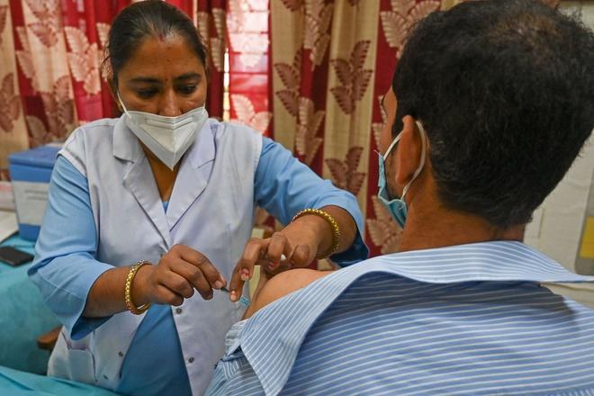 Chiến tranh vaccine bùng lên giữa các nước nghèo