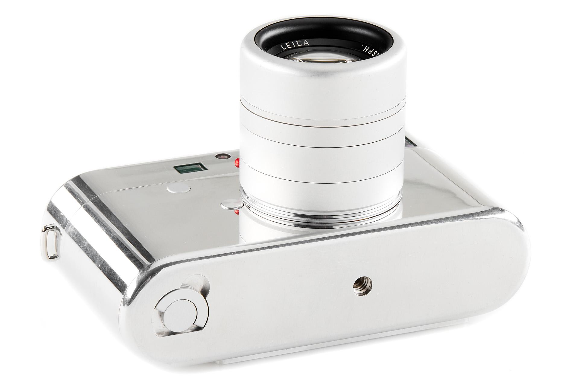 Nguyên mẫu máy ảnh Leica do Jony Ive thiết kế đang được bán đấu giá 200.000 USD