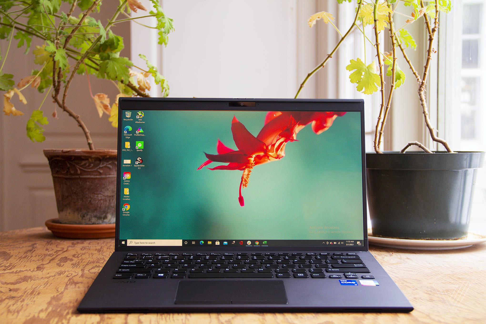Đánh giá Vaio Z (2021): Có gì bên trong một chiếc laptop làm hoàn toàn từ sợi carbon?