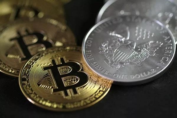 Một bitcoin sẽ có giá bằng một chiếc Bugatti vào năm 2022