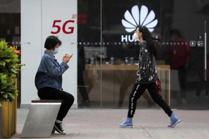 Huawei chuyển trọng tâm sang thiết bị kết nối và thị trường doanh nghiệp do khó khăn từ lệnh cấm