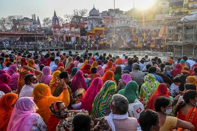 Ấn Độ lại chìm trong đại dịch Covid-19 giữa lúc hàng triệu người chen chúc dự lễ hội