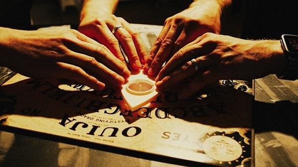 """Ouija - Bảng """"biết nói"""" ma thuật (Phần 2)"""