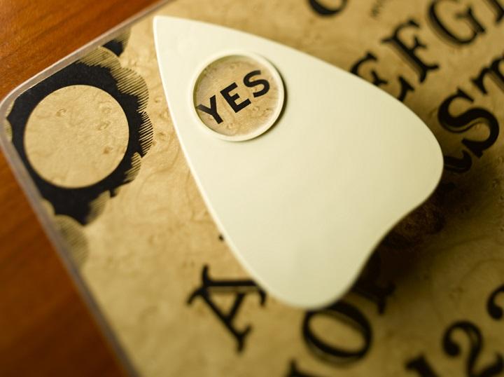"""Ouija - bảng """"biết nói"""" ma thuật (Phần cuối) - bài kiểm tra bịt mắt"""