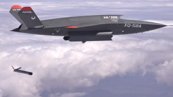 """Tương lai của không chiến là máy bay không người lái có thể """"mang theo"""" nhiều máy bay nhỏ"""