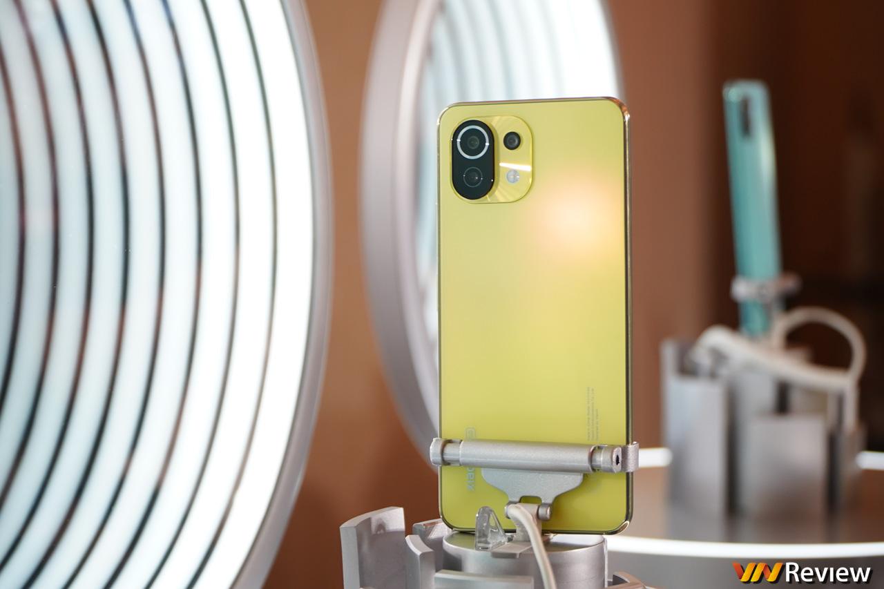 """Xiaomi Mi 11 Lite 5G và Mi Band 6 ra mắt tại Việt Nam: nhiều màu lạ, đủ """"món ăn chơi"""""""