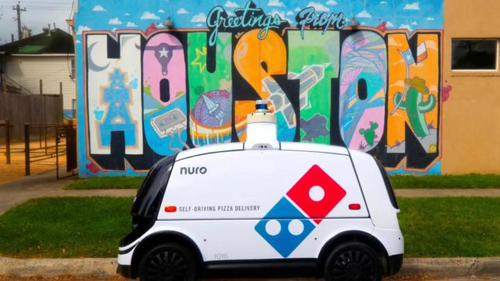Hãng Pizza tại Mỹ sử dụng robot giao hàng tự động, cho phép khách theo dõi hành trình