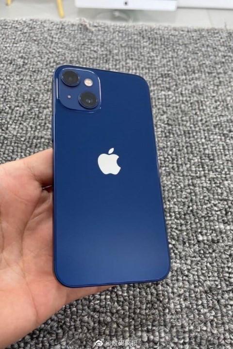Lộ hình ảnh đầu tiên của iPhone 13 với cụm camera đặt chéo
