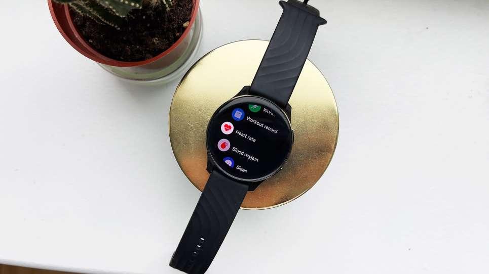 Nhà tôi ba đời làm reviewer nhưng chưa thấy smartwatch nào tệ hại như cái này