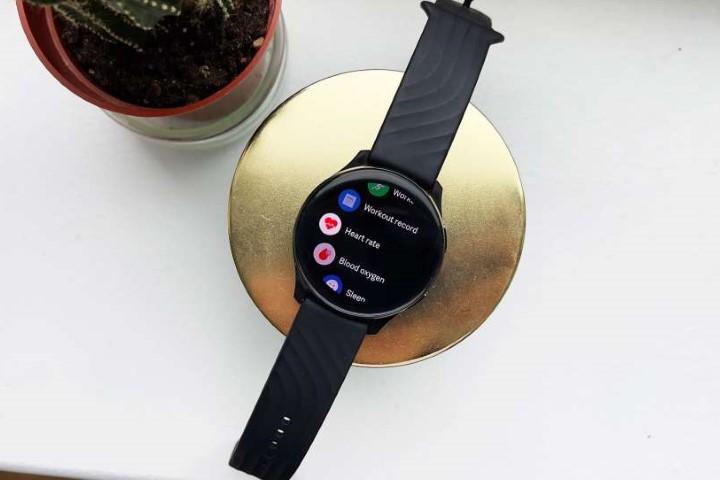 Nhà tôi ba đời làm reviewer nhưng chưa thấy cái smartwatch nào tệ như cái này