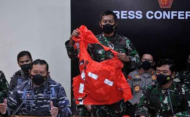 Hải quân Indonesia họp báo công bố thông tin về tàu ngầm bị mất tích