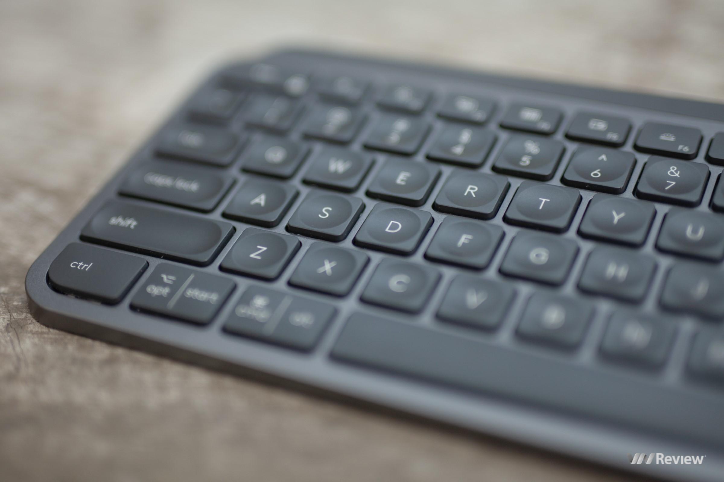 Đánh giá Logitech MX Keys: Xứng danh ông hoàng trong làng bàn phím văn phòng Đánh giá Logitech MX Keys: Xứng danh ông hoàng trong làng bàn phím văn phòng