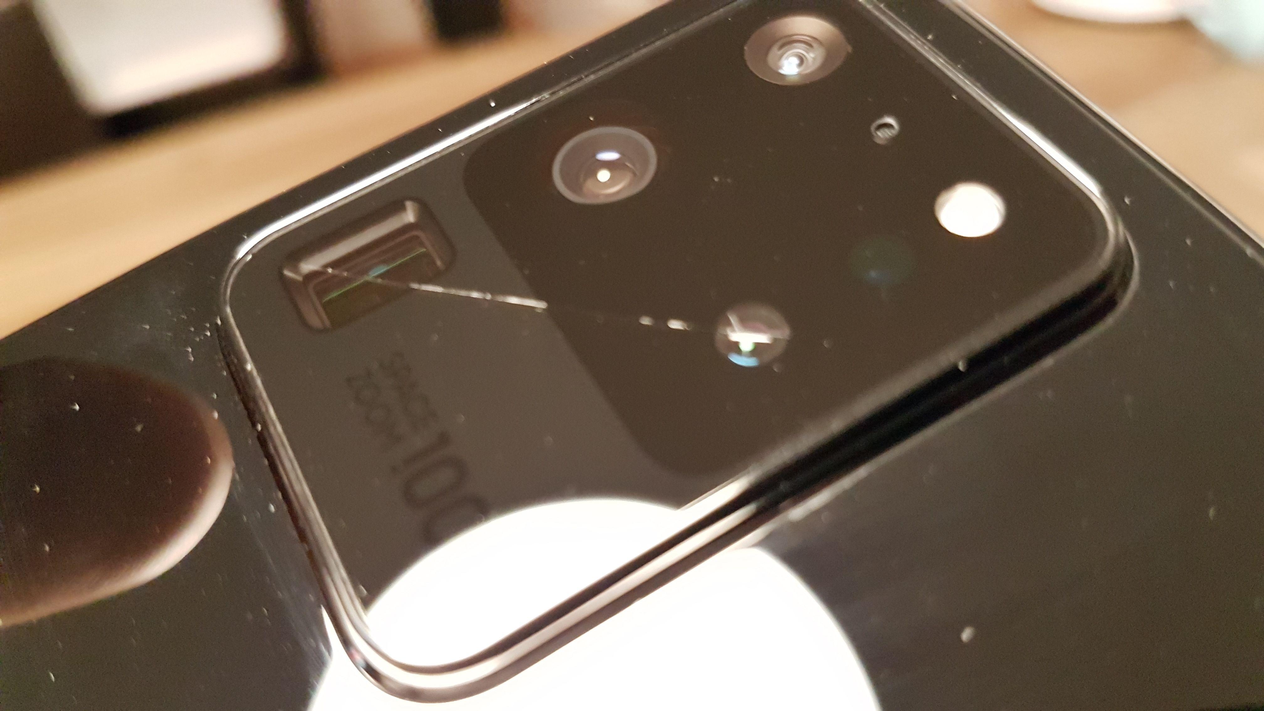 Samsung bị kiện tập thể vì phần kính camera của Galaxy S20 dễ vỡ
