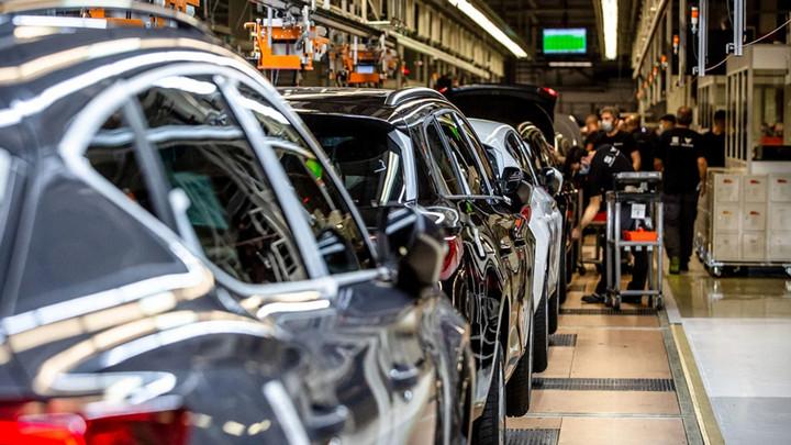 Hàng loạt hãng xe lớn thông báo tạm dừng sản xuất xe vì thiếu chip trầm trọng