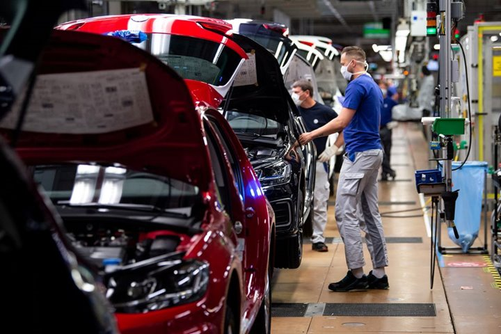 """""""Cơn khát"""" chip bán dẫn phơi bày điểm yếu của ngành xe hơi Đức"""