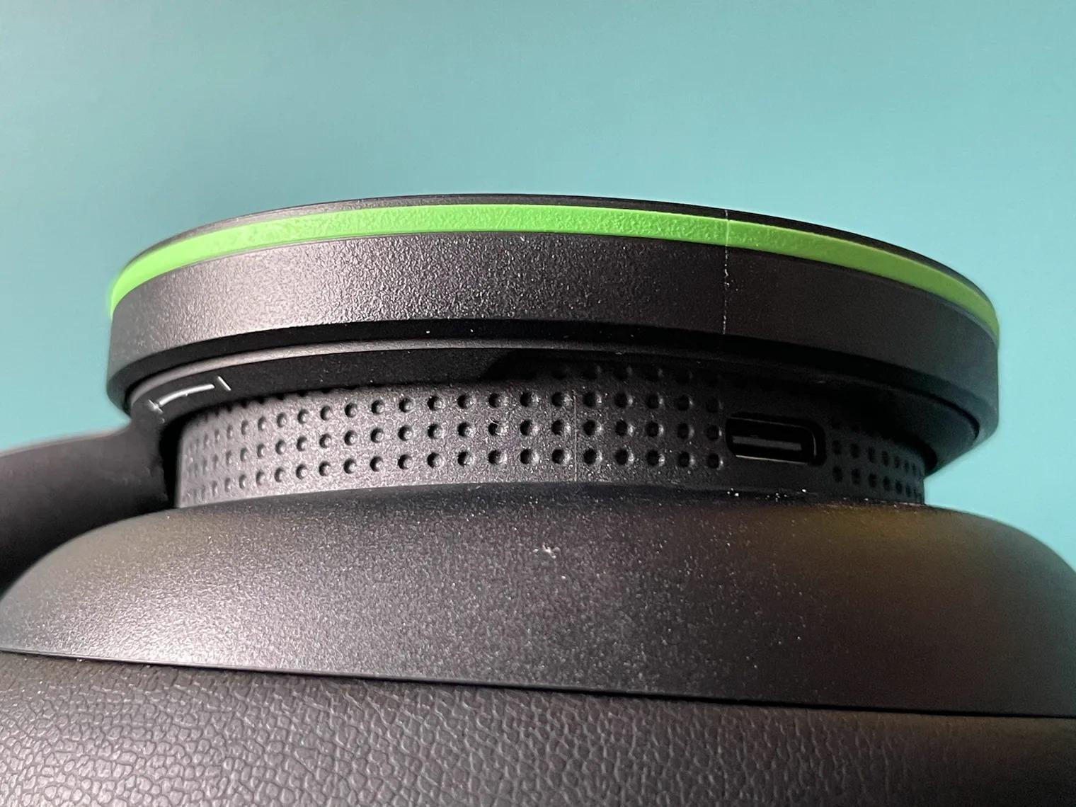 Tai nghe Xbox Wireless của Microsoft bỏ xa đối thủ Sony PlayStation Pulse 3D